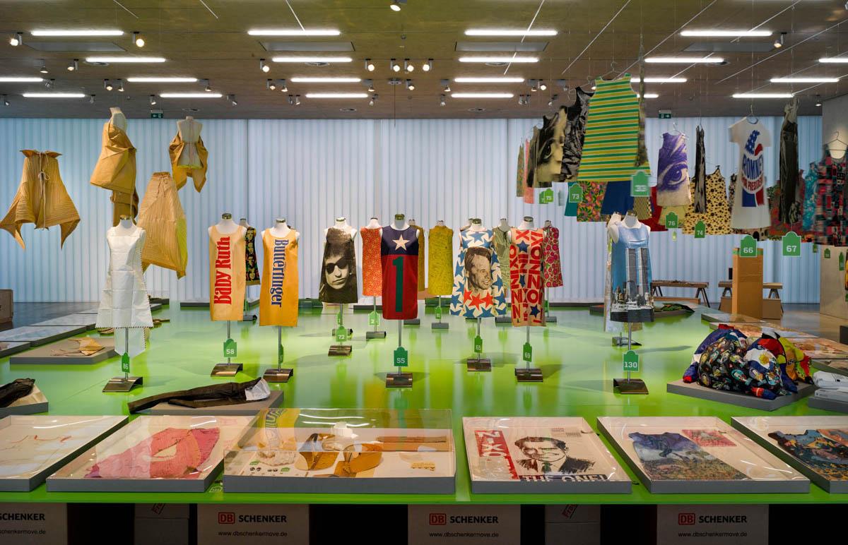 Paperfashion 00008 - Galerie Stihl Waiblingen: Ausstellung »Papier Fashion«