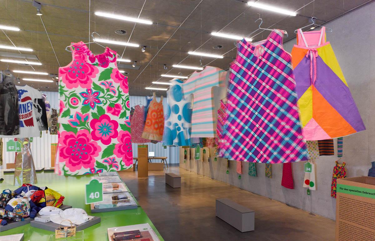 Paperfashion 00011 - Galerie Stihl Waiblingen: Ausstellung »Papier Fashion«