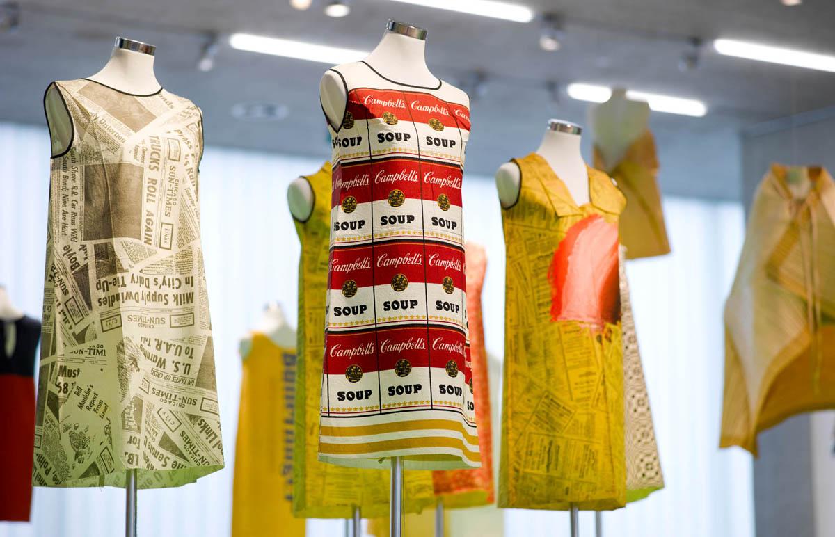 Paperfashion 00083 - Galerie Stihl Waiblingen: Ausstellung »Papier Fashion«