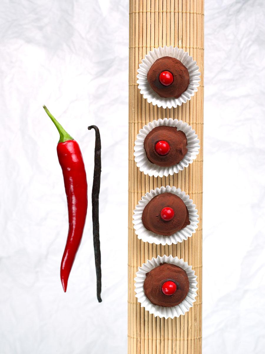 Chili Pralinen - Manufaktur Xocolatl: Kunstvoll verarbeitete Schokolade