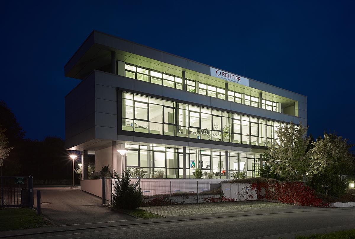 Reutter Archi 00064 - Firmengebäude: Leuchtende Beispiele heimischer Unternehmen