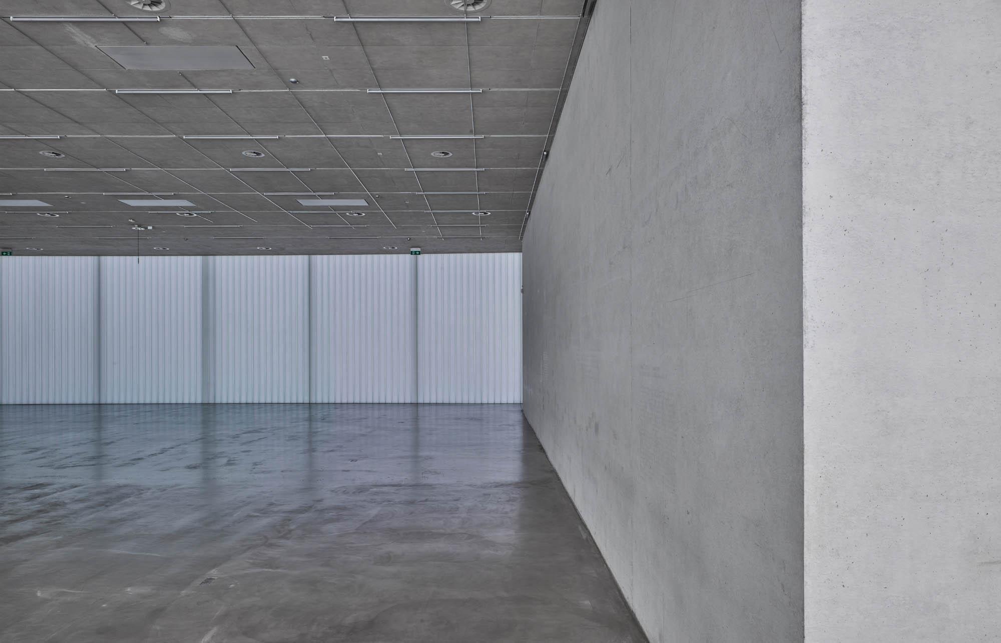 OPC 160908 0069 - Galerie Stihl Waiblingen: Ablichtung der Ausstellungshalle