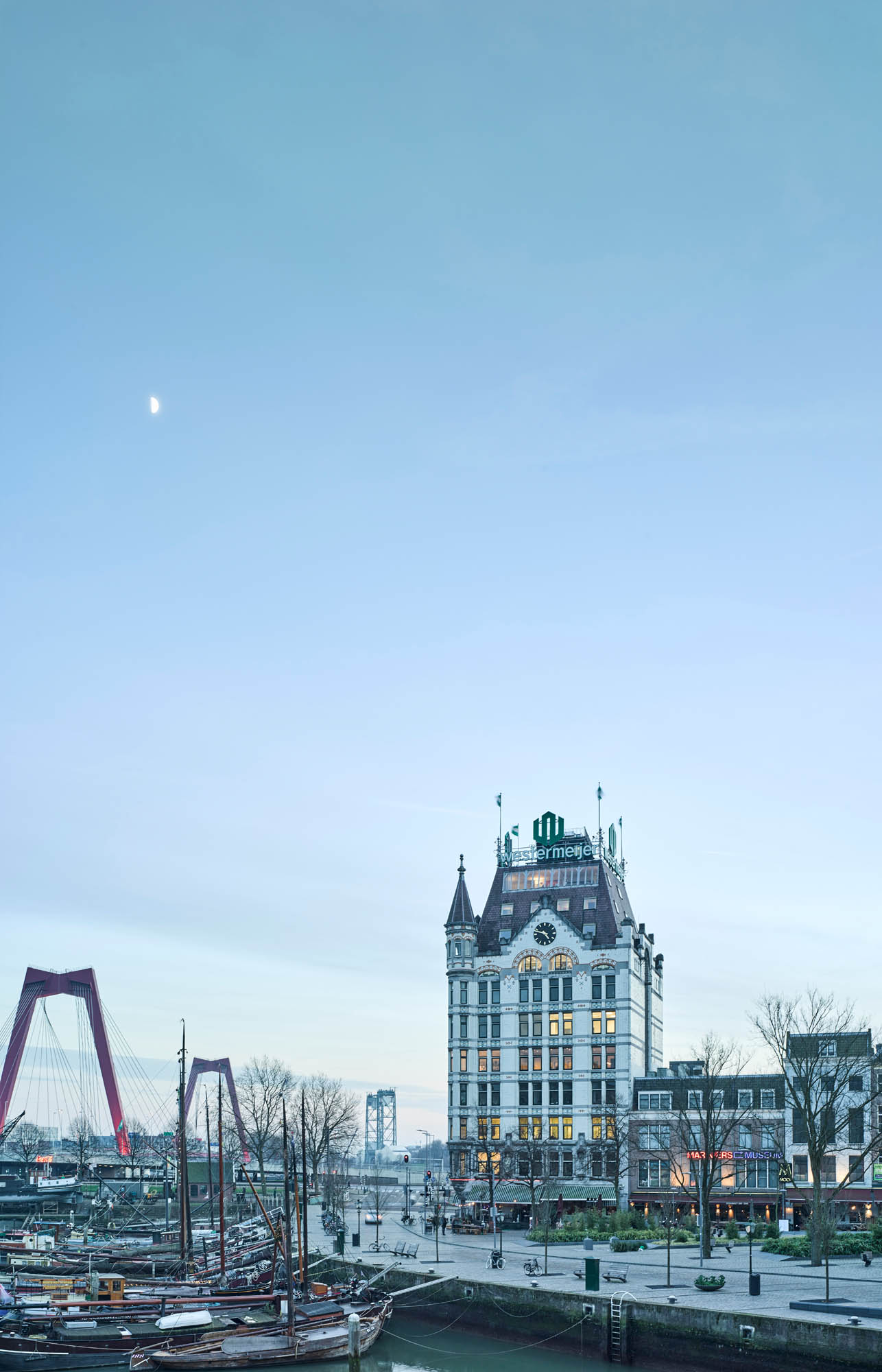 Opp 004892 - Rotterdam: Spielwiese verrückter Architektur von Weltruf