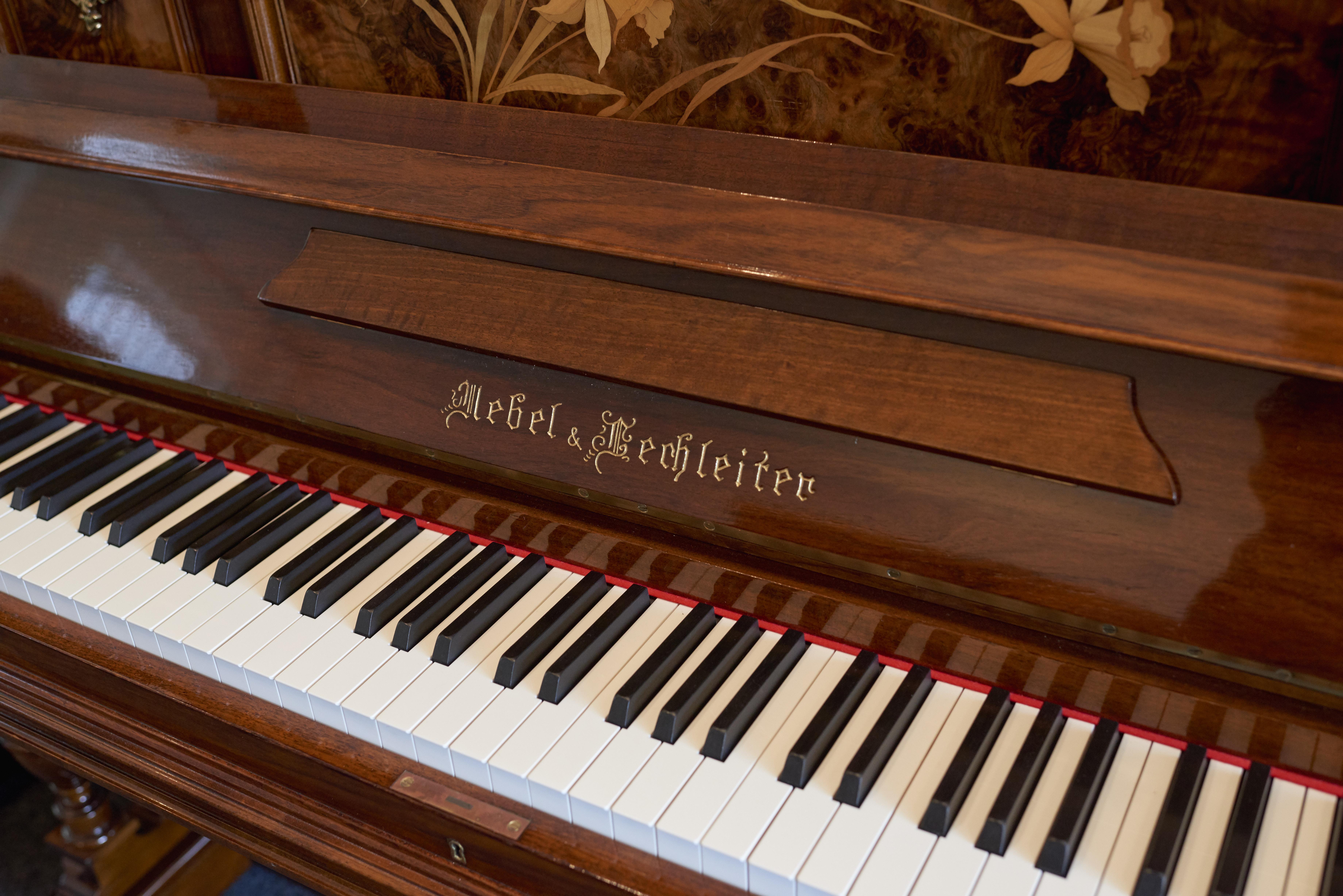Schlecker Klavierb 5 17 15544 - Schlecker Klavierbau: Handwerkskunst