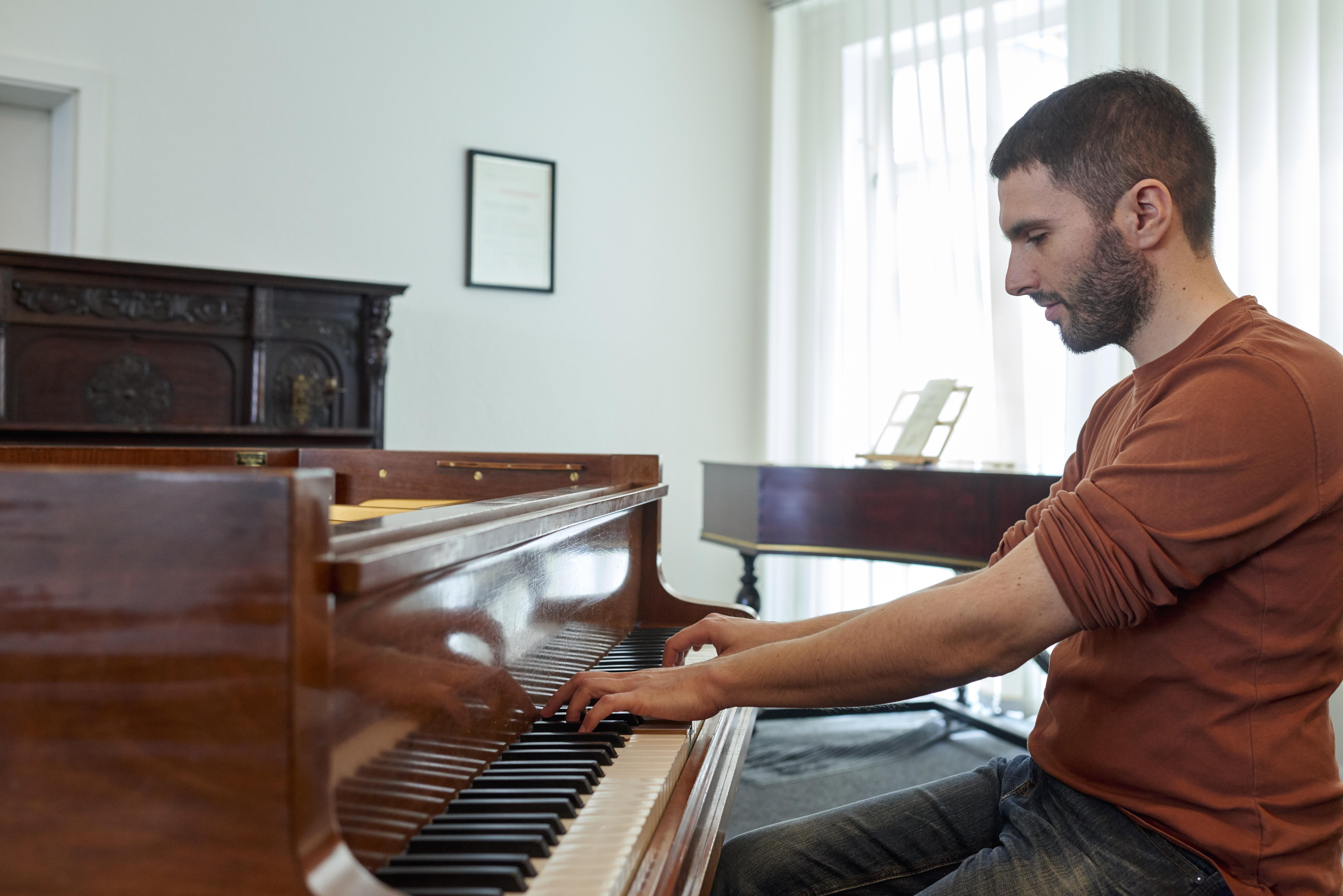 Schlecker Klavierb 5 17 15595 - Schlecker Klavierbau: Handwerkskunst